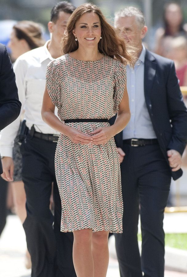 kate middleton casual style whosdatedwho Wearing everything from sleek wrap dresses to those inescapable royal hats, the duchess of cambridge is creating her own style.