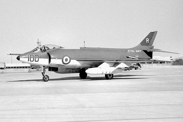 XD280-100_taxiing in_Ksar_1962_RD.jpg (720×480)