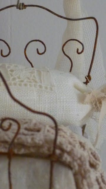 ~ sweet wire doll bed Idea for a rag dolls bed