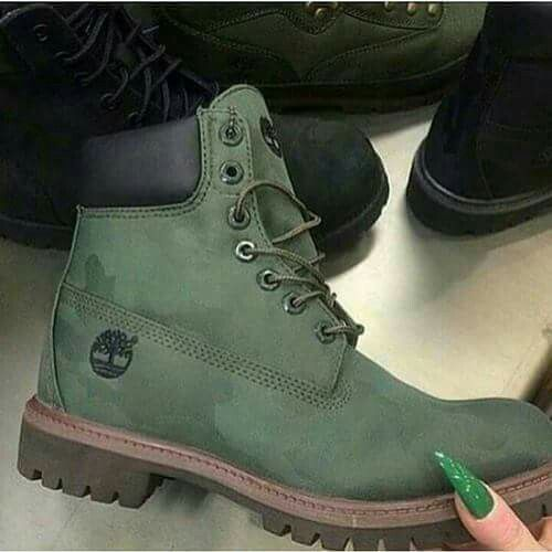 FOREST GREEN TIMBERLAND BOOTS CHIC, FEMALE AND GEORGEOUS