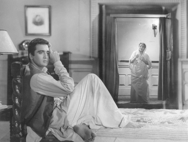 Sunil Dutt and Lalita Pawar in Usne Kaha Tha, 1960. | Sunil dutt, Vintage  bollywood, Photo