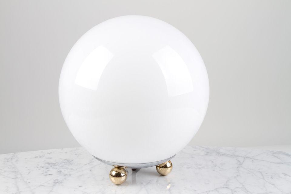 Lampe De Table Boule En Verre Blanc Et 3 Petits Pieds Boules Contract More Lampe De Table Ref 17060031 Boule En Verre Lampe De Table En Verre Verre
