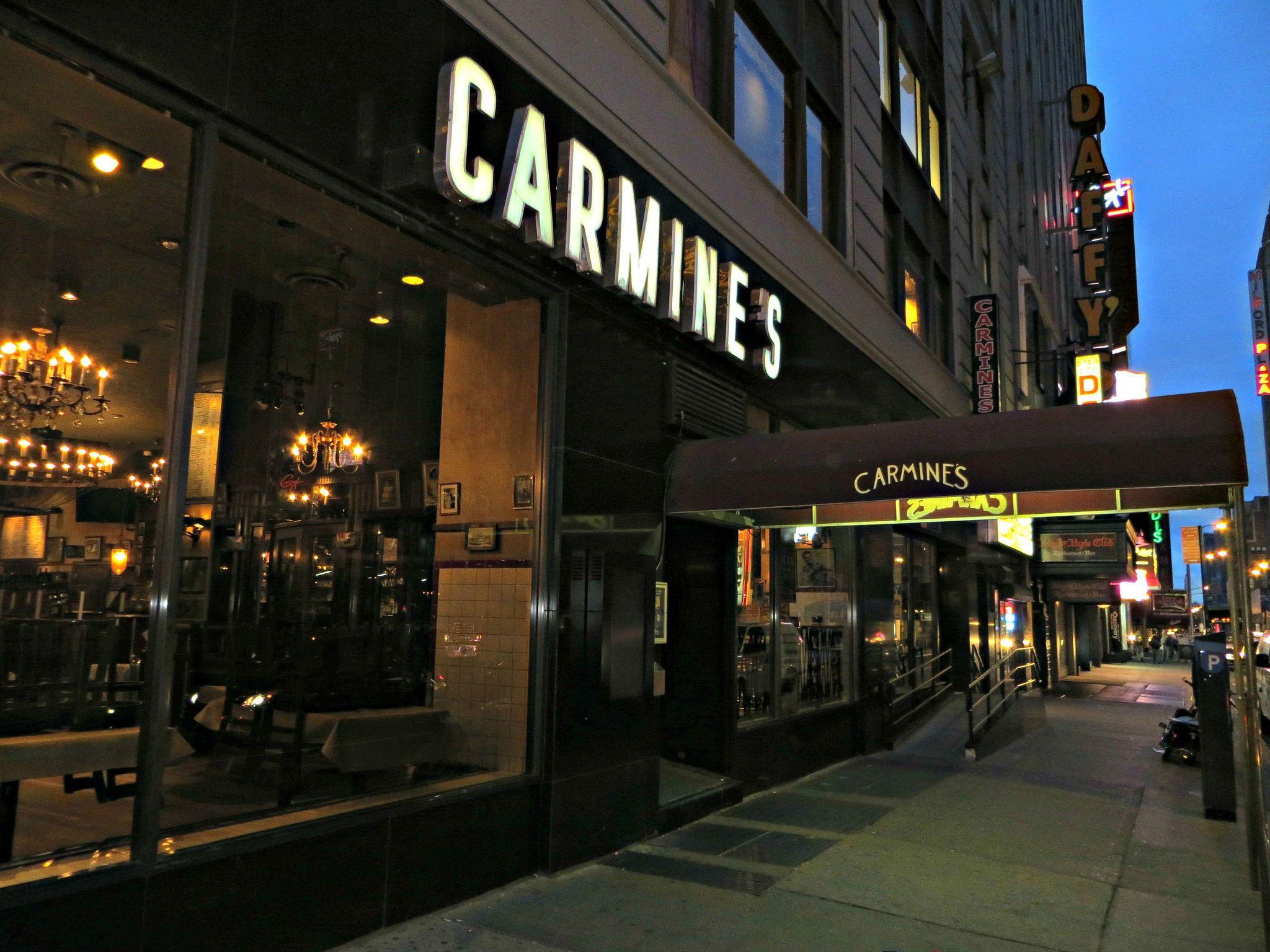 Carmine S Restaurant 200 West 44th Street New York City Carmines Nyc New York City Carmine