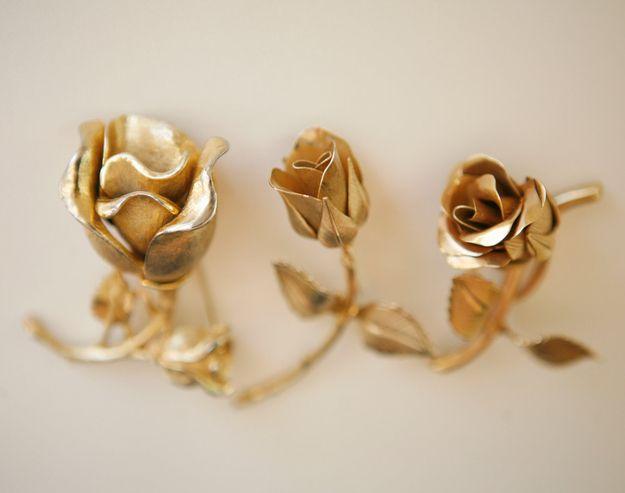 Rosen Aus Gold Als Geschenk Zur Goldenen Hochzeit Goldenehochzeit