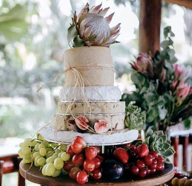 On this gorgeous Monday, we are so excited to share this delectable cheese cake tower from @thecheesecake_sa! Towering tall and adorned with fresh fruit - this wedding cake is just GOALS! 🧀 . . .