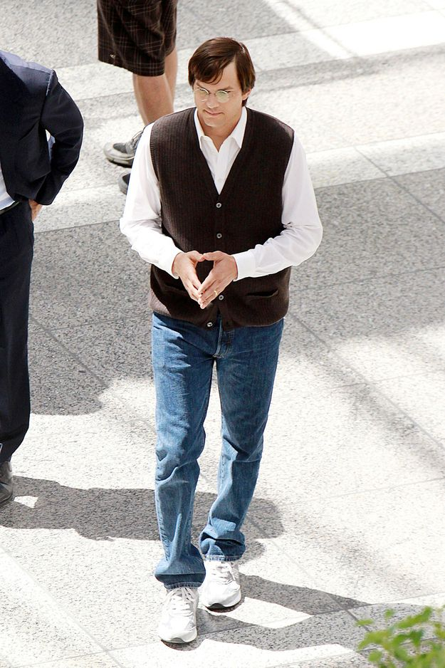 More Pictures Of Ashton Kutcher On Set As Steve Jobs Ashton - steve jobs resume