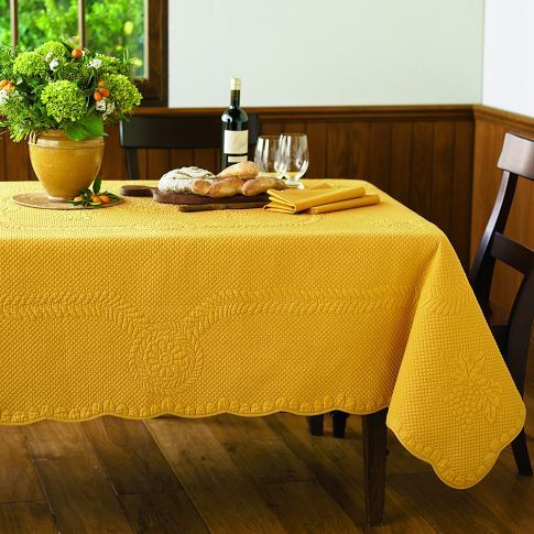 Grape Scallop Boutis Tablecloth