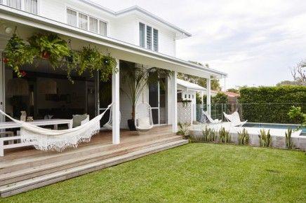 Exotische luxe tuin met moderne veranda | tuin | Pinterest ...