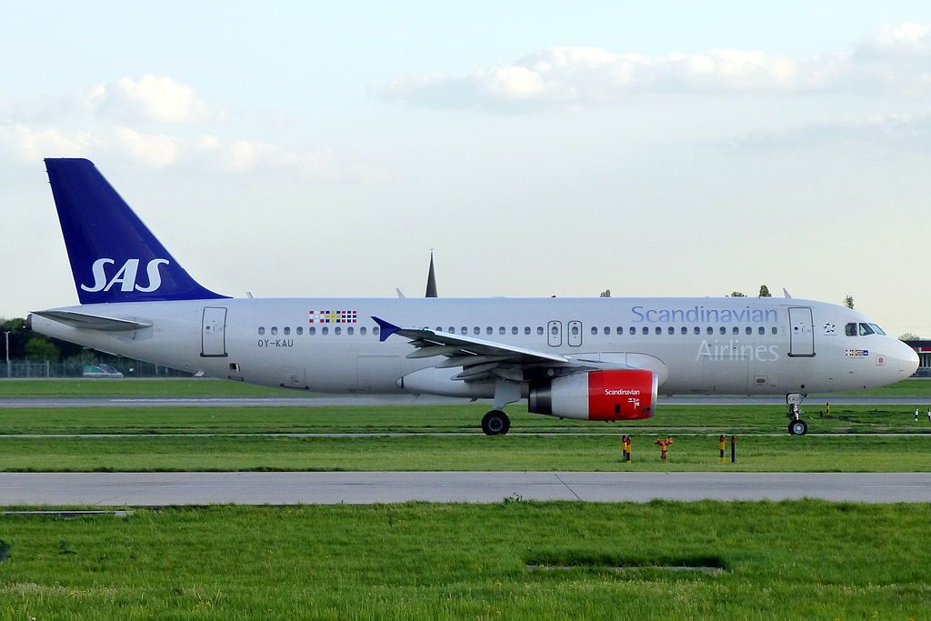 Oy Kau Airbus A320 232 Hjorvard Viking Of Sas Scandinavian Airlines At London Heathrow Airpor In 2020 Sas Airlines Fleet Airbus
