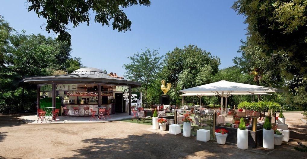 Terraza Atenas Ubicada En La Calle Segovia Junto Al Parque