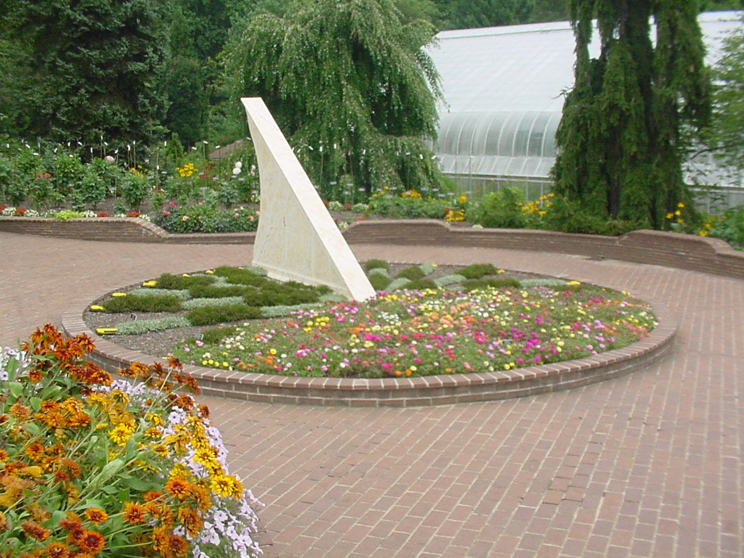 Captivating Pictures Of Sundials | ... Gardens Botanical Sundial Bgbs Is A Classic  Horizontal Sundial