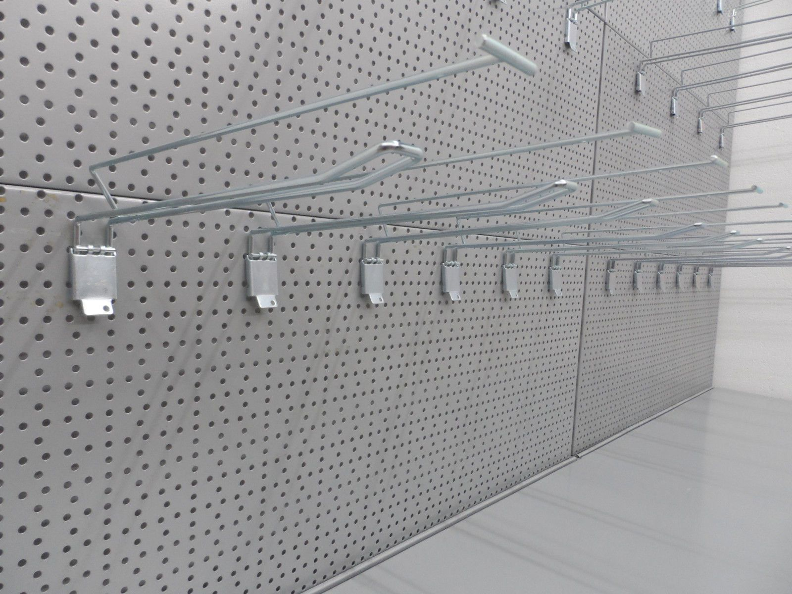 3m tegometall lochwand verkaufsregale weiss grau silber lochw nde regal haken 3 lochblech. Black Bedroom Furniture Sets. Home Design Ideas