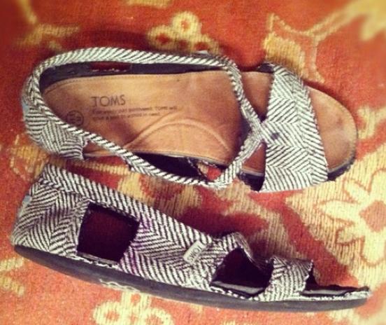 Hjemmelaga Toms-sandaler