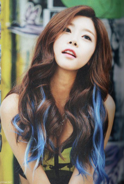 Sojin Girl S Day Hair Color Streaks Blue Hair Streaks Blue Hair Highlights