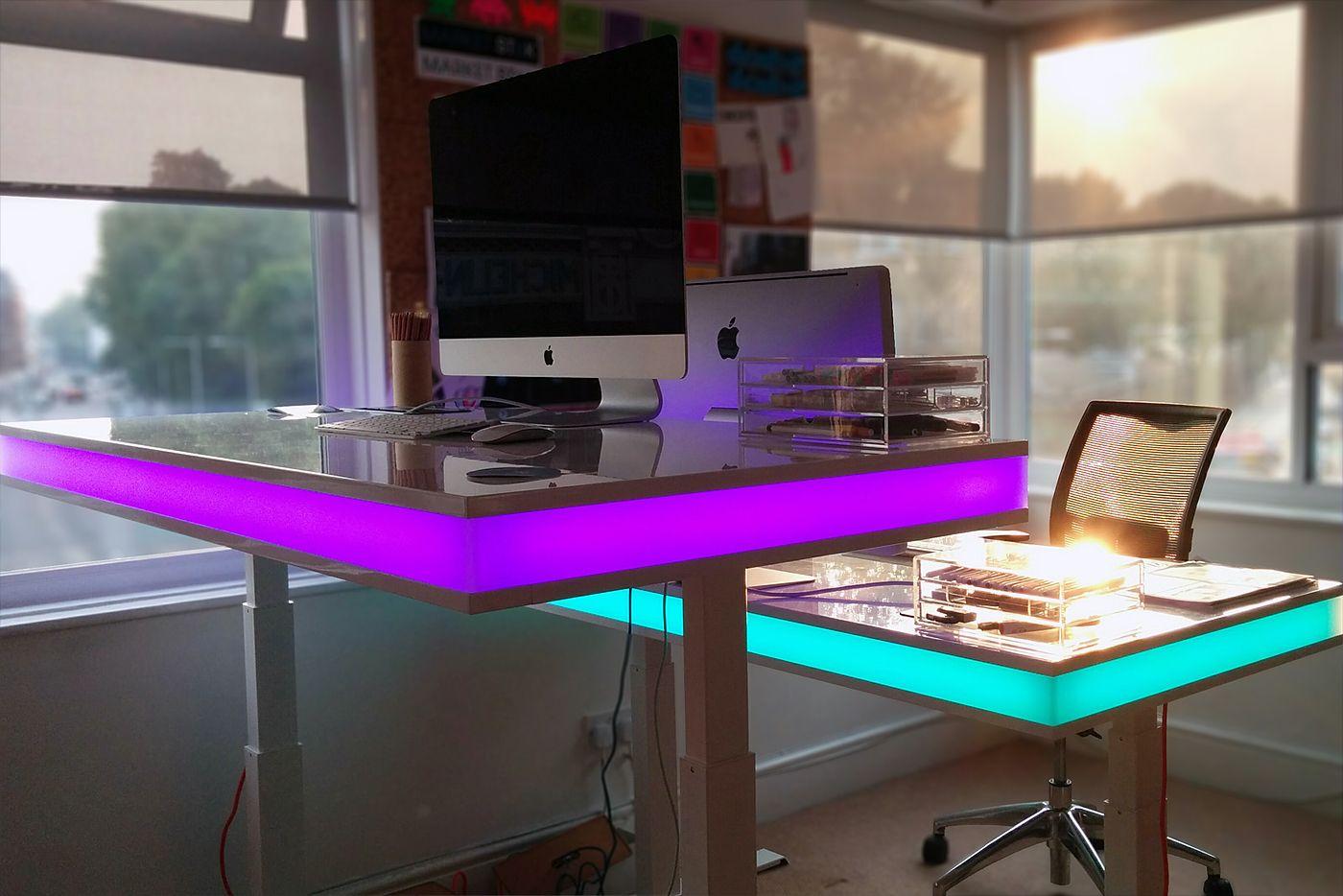 Schreibtisch futuristisch  Designer Schreibtische von TableAir - höhenverstellbar und modern ...