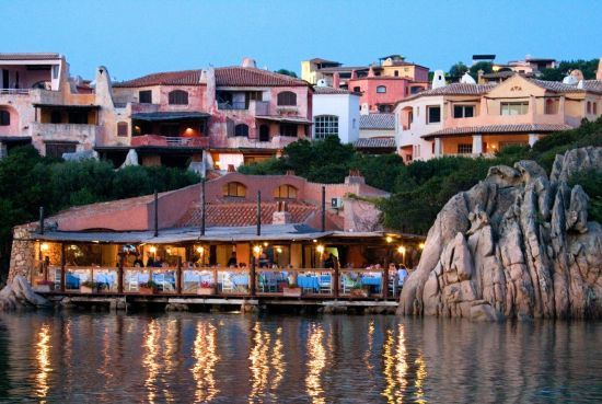 The only seaside restaurant in Costa Smeralda, Il Pescatore has earned itself a loyal following because of its superb seafood, stunning views of the port and the timeless charm.