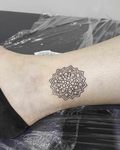 21 Stylish Wrist Tattoo Ideas For Women: 21 Trendy Mandala Tattoo Ideas For Women