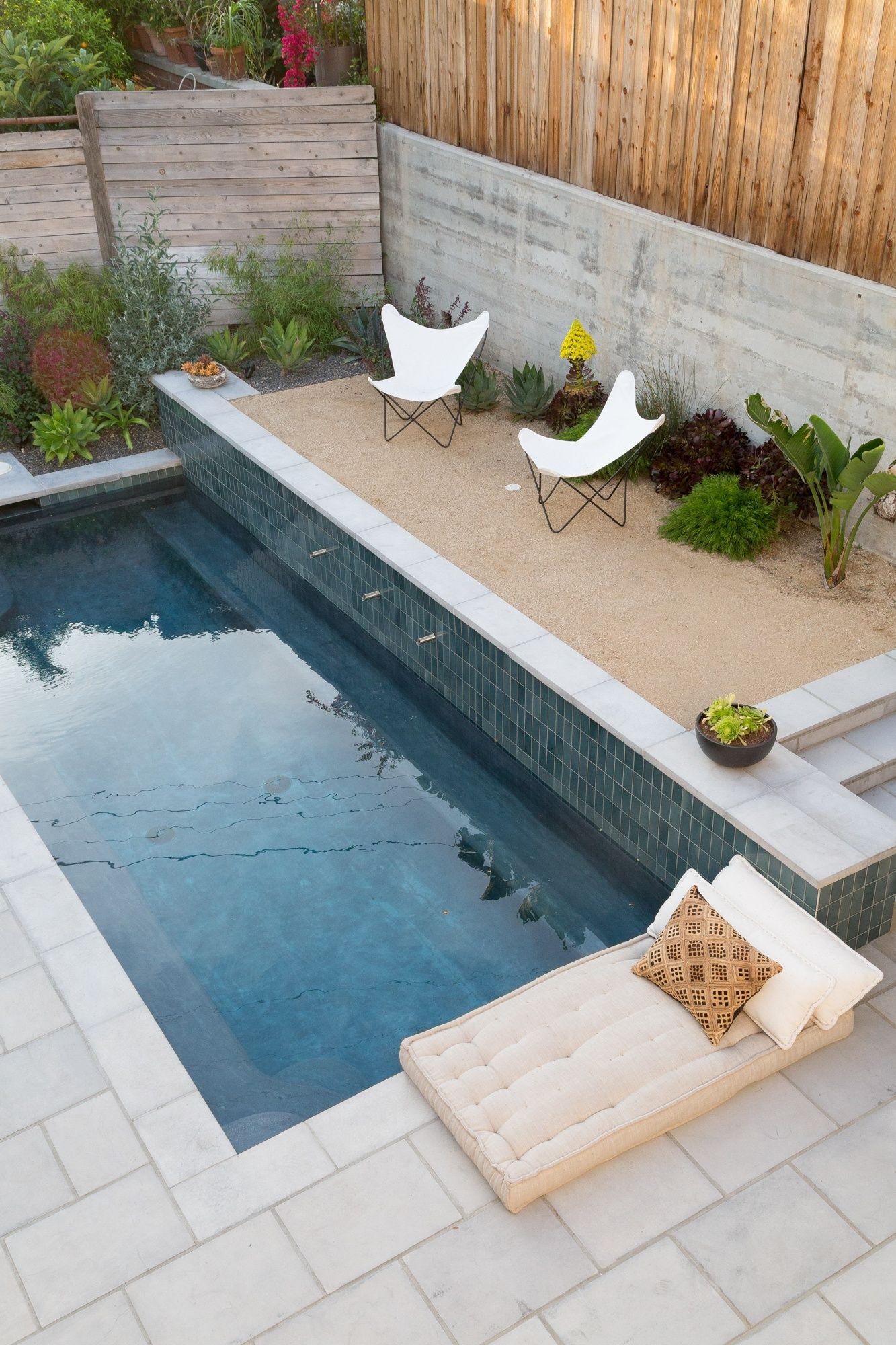 Garden Visit Spanish Colonial Style Made Modern In La Gardenista Backyard Pool Modern Pools Small Pools