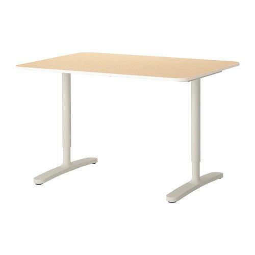 IKEA - BEKANT, Työpöytä, koivuviilu/valkoinen, , 10 vuoden takuu. Lisätietoja ja takuuehdot takuuvihkosessa.Jalkojen korkeus on säädettävissä 65–85 cm:n välillä hyvän työasennon löytämiseksi.Viilupinta on kestävä, likaa hylkivä ja helppohoitoinen.Pöytälevyn alapinnassa olevan johtoverkon ansiosta johdot on helppo järjestää siististi piiloon pöydän alle.Syvä pöytälevy tarjoaa reilusti työskentelytilaa ja sopivan katseluetäisyyden tietokoneen näytöstä.