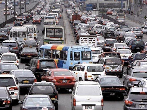 TRÁFICO Y ESTRÉS EN LAS PERSONAS  El tráfico en Lima, lo cual implica atracones, bullicio, y las faltas de respeto, pueden generar estrés, y no solo esto, si no también ira, malhumor, ir…