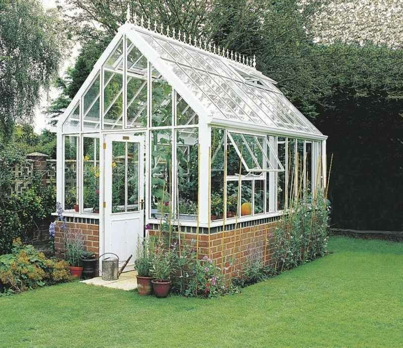 Gewachshaus Selber Bauen Einfache Anleitung Und Tipps Hochbeet Dach Treibhaus Garten Tomatengewachshaus In 2020 Backyard Greenhouse Backyard Diy Greenhouse