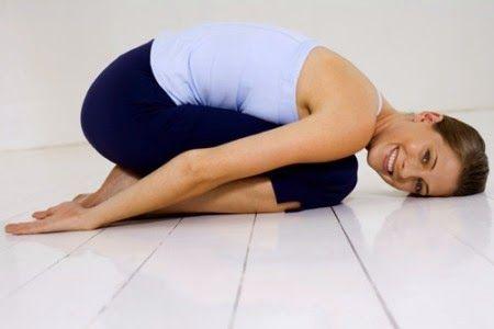 Balasana (Balasana) la postura básica de yoga para principiantes. www.yoga -encasa.blogspot.com a5363277f000