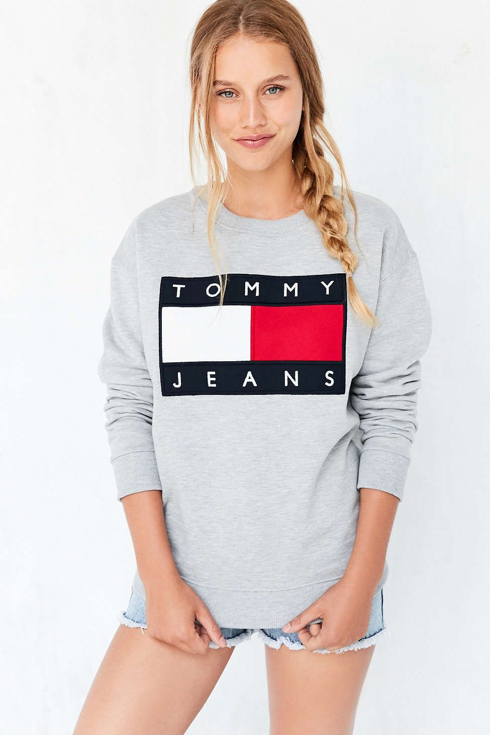 Tommy Jeans For UO  90s Pullover Sweatshirt   Fall and winter ... af7ae11ff7