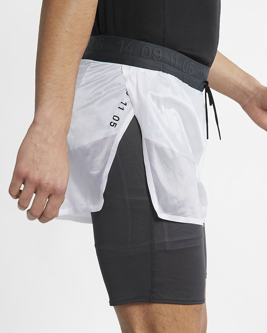 Short de running 2 en 1 Nike Tech Pack pour Homme.