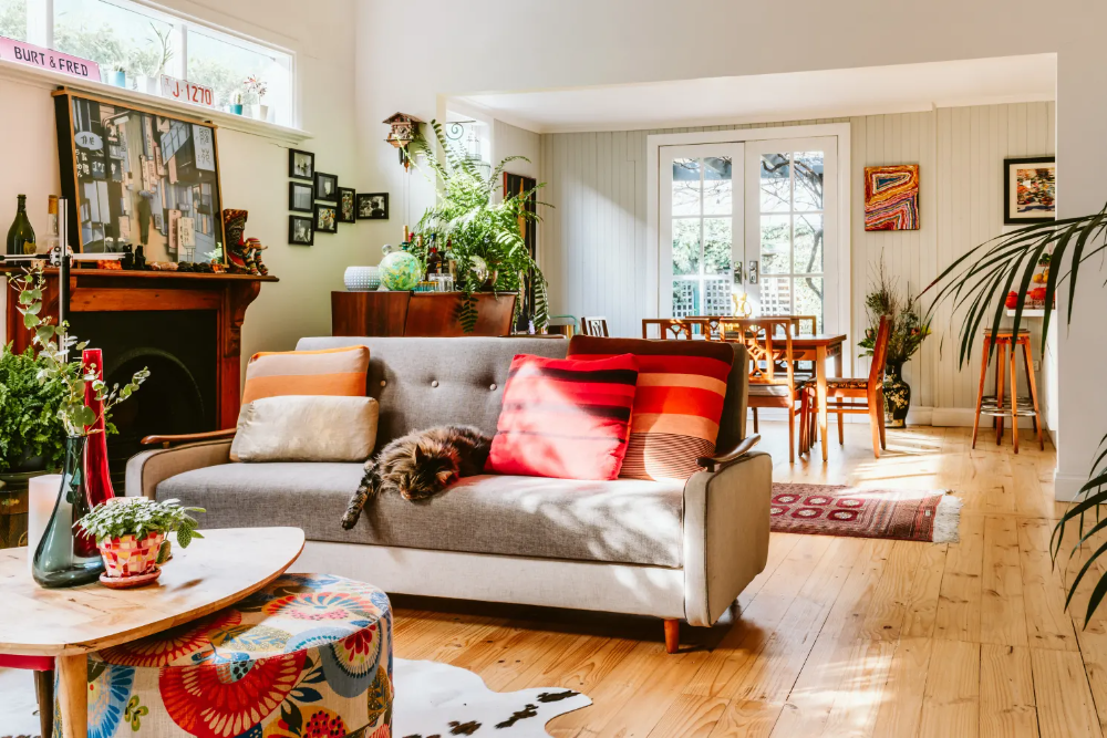 A 1920s Australian House Is Full Of Secondhand Finds Fabulous Art And Cute Pets In 2020 Australian Homes 1920s House Weatherboard House