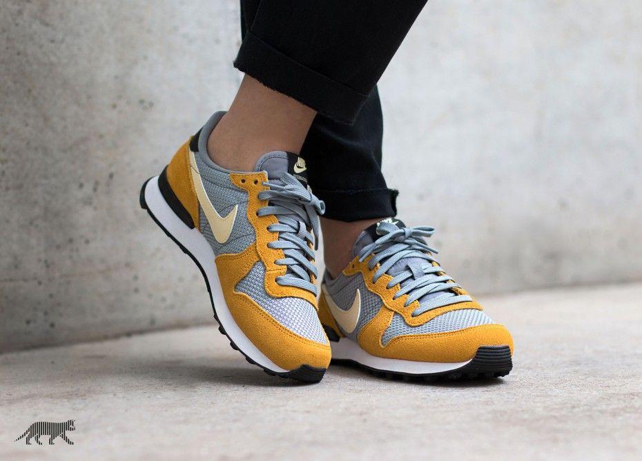Nike Wmns Internationalist Gold Leaf Lemon Drop Stealth Nike Sneakers Nice Shoes