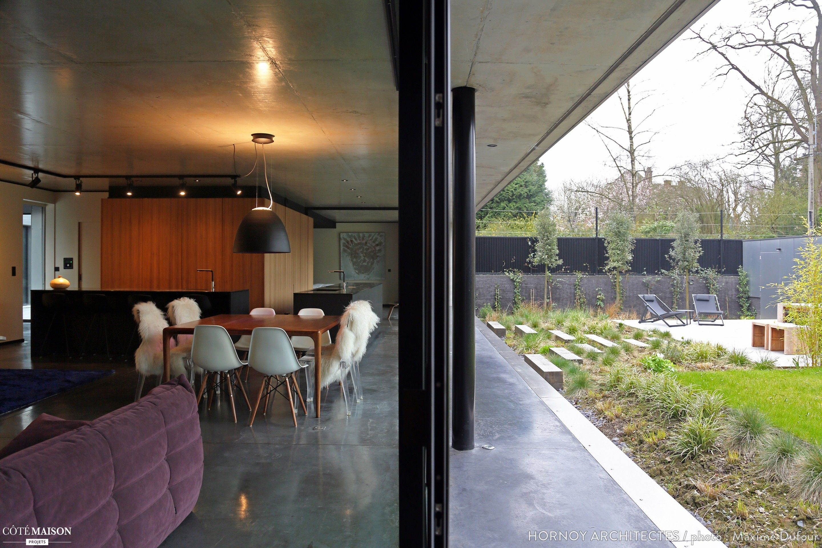 Maison contemporaine avec patio, Hornoy Architectes - Côté Maison ...