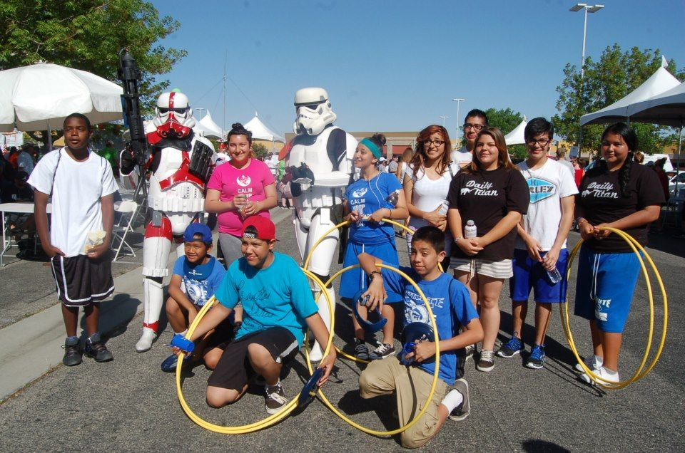 Piute students pose with two Bounty Hunters from Star Wars, at the 2013 MS Walk.