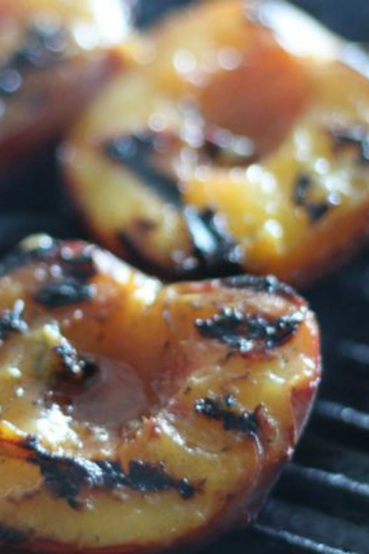 Need a unique side/dessert idea on a barbecue? Try these GRILLED PEACHES - yum!