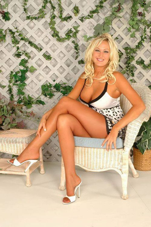 Hot Blond Milf Super
