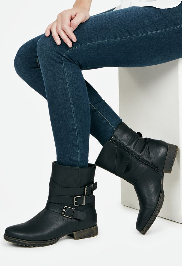 You can fall anywhere in this great fall boot! With buckle detailing, faux-leather, and a higher shaft, Alvina is awesome for travelling in any season. Whether you're active or just hanging out, wear Alvina anywhere!  ...
