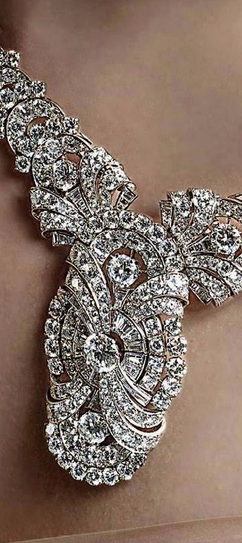 Life in Bulgari 130 - Convertible platinum and diamonds necklace