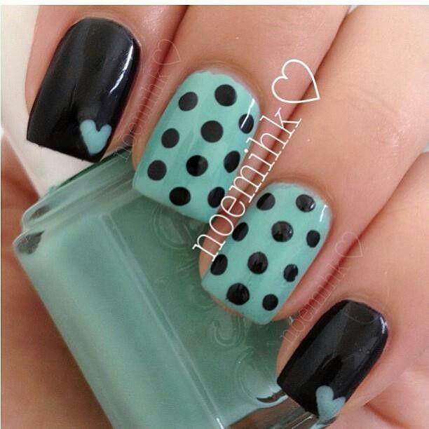 Diseno De Unas Azul Verde Con Negro Puntos Y Corazones Nails