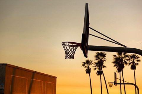 Venice Beach, LA. // #k1x #parkauthority #nationofhoop #playhard #since93 #onecourtatatime #basketball #streetball #hoopdreams #shootinghoops #unlimitedballer #basketballgame #basketballislife // Photo by @shootinghoops