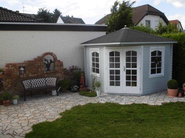 Fast schon mediterran passt dieses 5-Eck-Gartenhaus perfekt zu der ...
