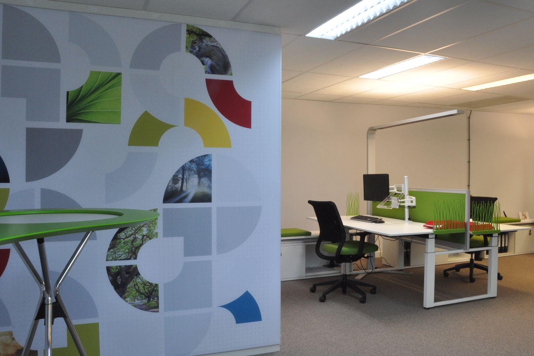 Het totaal concept is erg gelinkt aan de uitstraling van Sepa Green, de kleuren komen zelfs terug in de inrichting. De ruimte is niet alleen ingericht met werkplekken, ook zijn er keuzes gemaakt die meer gericht zijn op het soort activiteit. Sepa Green heeft een prachtige werkplek gekregen, waar groei mogelijk is en het karakter reeds is bepaald. #wand #bureau #Sedus