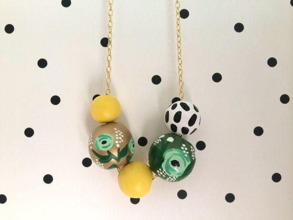 N ° 32 / / collier de perles en bois peint à la main