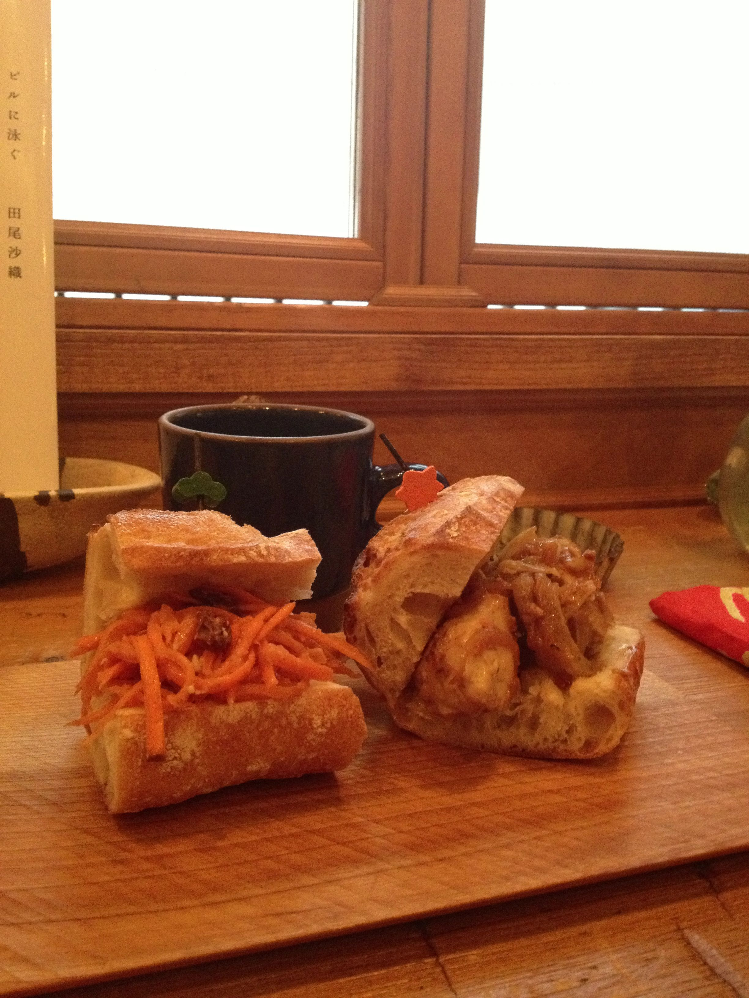 Carrots sandwich and chicken sandwich. It is healthy and very tasty! It is a shop in Tokyo, Shimokitazawa.