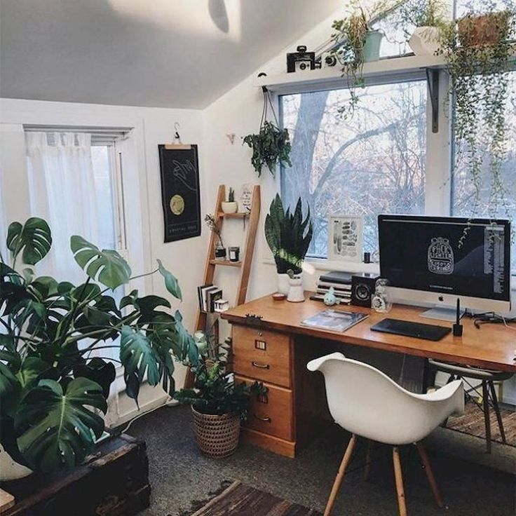 Office Inspiration for your Vintage Home with Kate Beavis Vintage Expert vintage blogger, writer and speaker on homes, fashion, weddings and lifestyle. #vintage #vintagehome #homeideas #homedecor #vintageinteriors #homeoffice #officeideas #vintageoffice #homeofficeideas