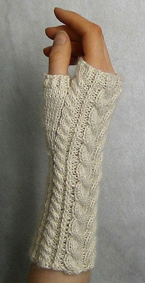 Yummy Mummy Wristwarmers - Free Pattern #knitting