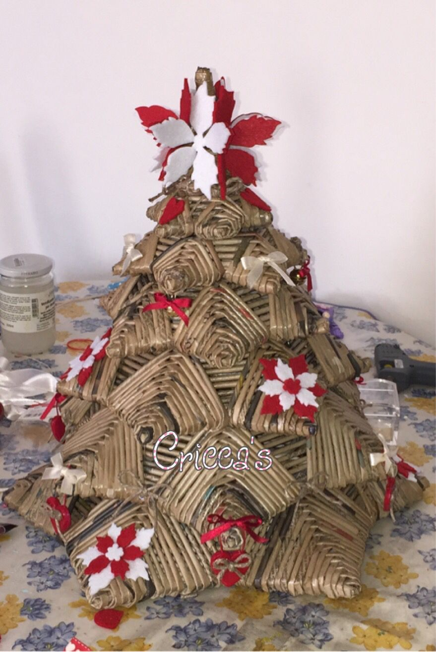 Albero di natale con cannucce di carta impletituri for Decorazioni di natale con la carta