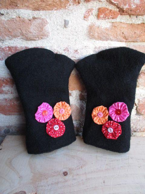 Mitaines pour femme en laine bouillie noire entièrement doublées de coton noir et yoyo : Mitaines, gants par les-voilages-de-caroline