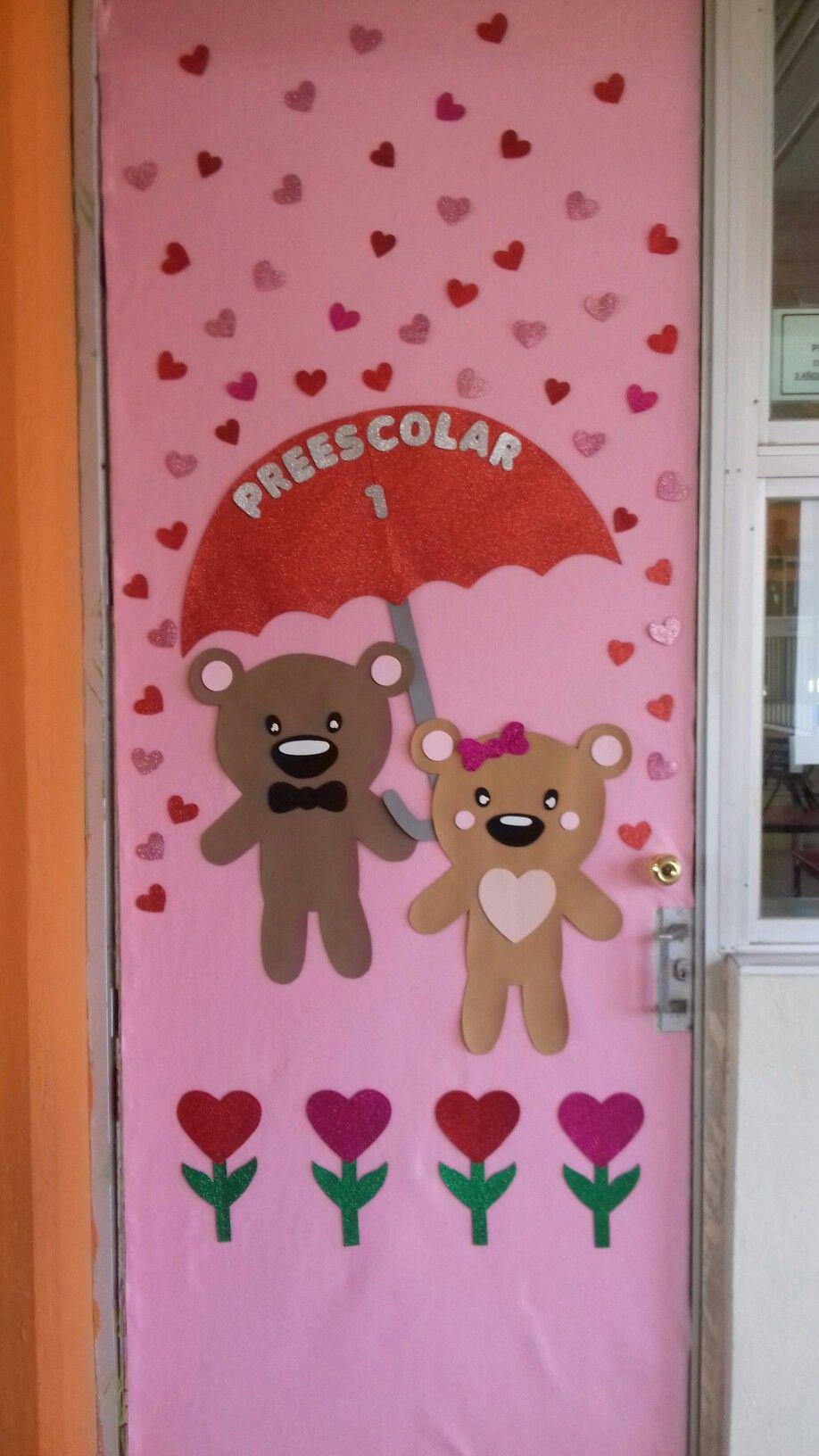 Puerta decorada del amor y la amistad valentines door for Puertas decoradas del 14 de febrero