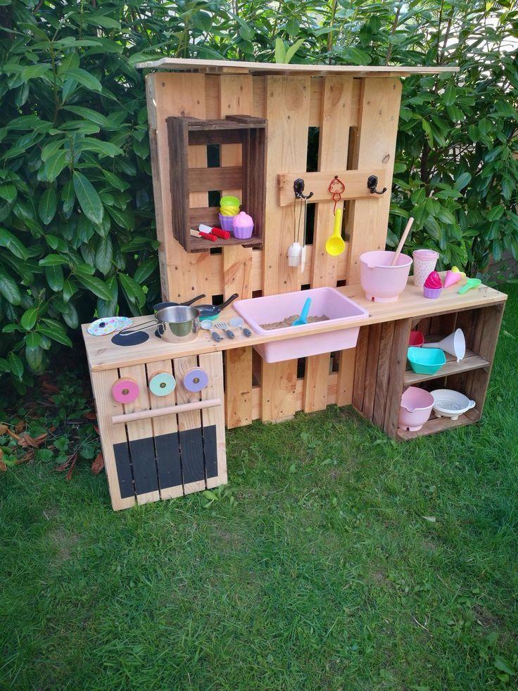 Build Your Own Muddy Kitchen From Pallets And Fruit Crates Selber Bauen Paletten Diy Paletten Kuche Aus Paletten