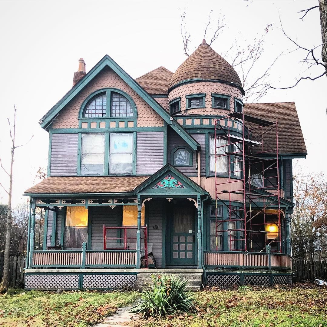 Middletown Ohio If You Re Interested In Selling Or Buying A Victorian Home Or Looking To Sell Or Buy Vintage Plumbing And Victorian Homes House Architecture