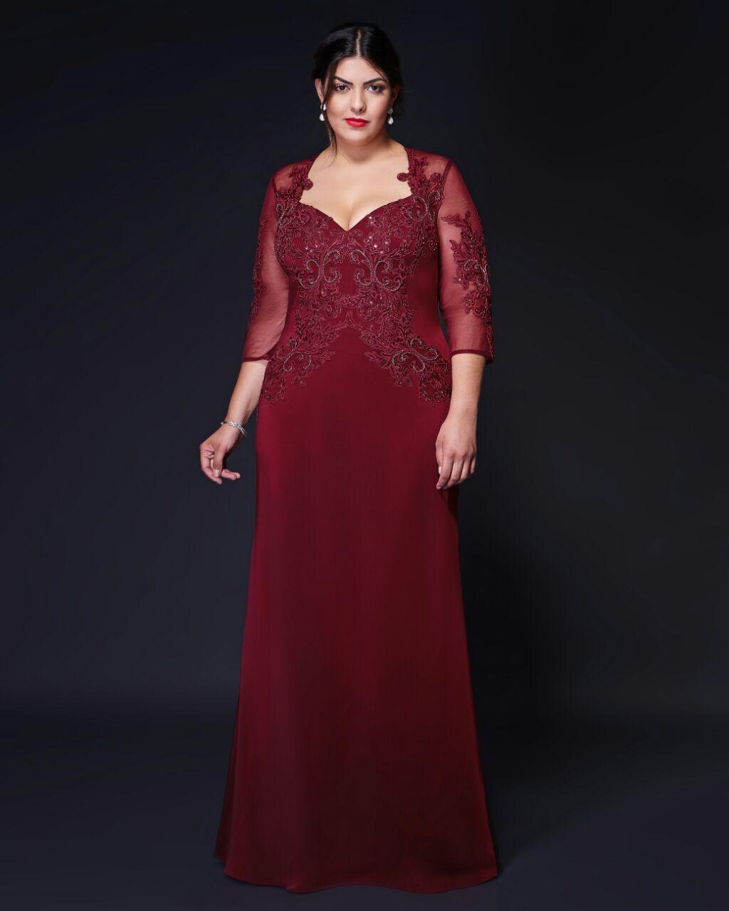 c1a04cbb631 Maravilhoso vestido de festa marsala com mangas 3 4. O corpete possui  aplicações de renda